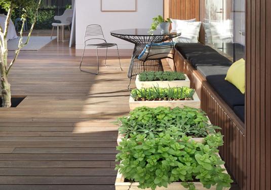 terasa-su-augalais